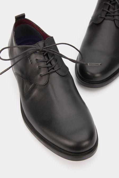 Zapatos-con-cordones-de-cuero