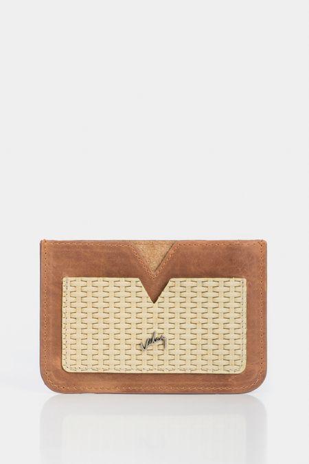 Porta-tarjetas-de-cuero